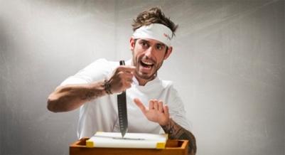 Oriol Lomas tiene 26 años, Y es Jefe de cocina y propietario del restaurante Bocca Regencós. Girona.