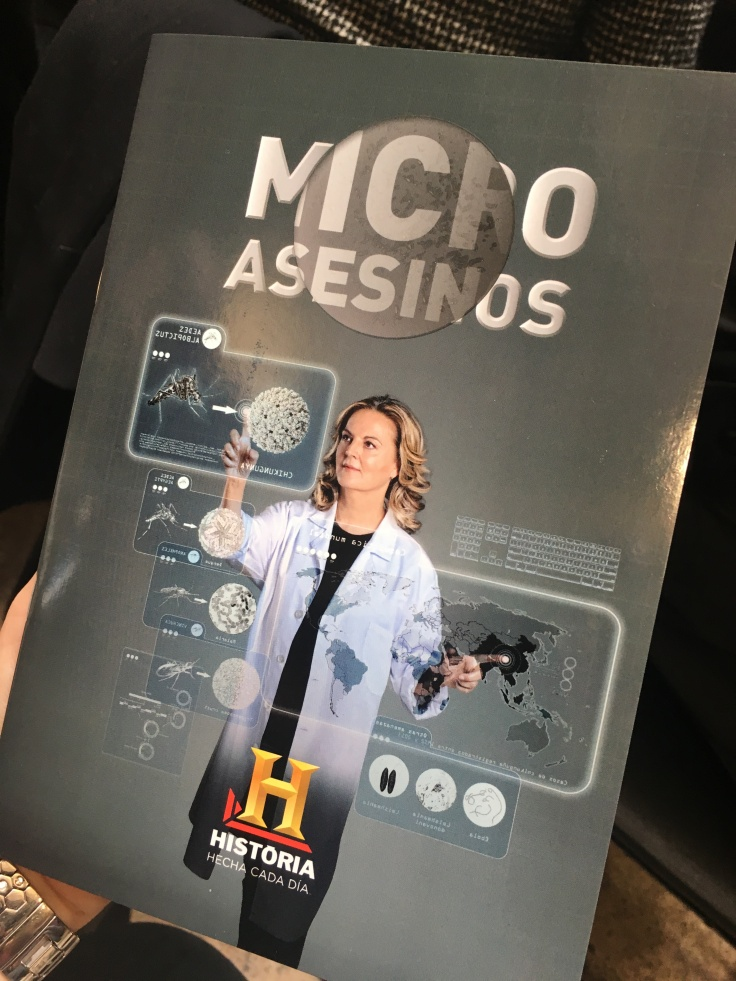 "Cartel de la serie ""Microasesinos""."