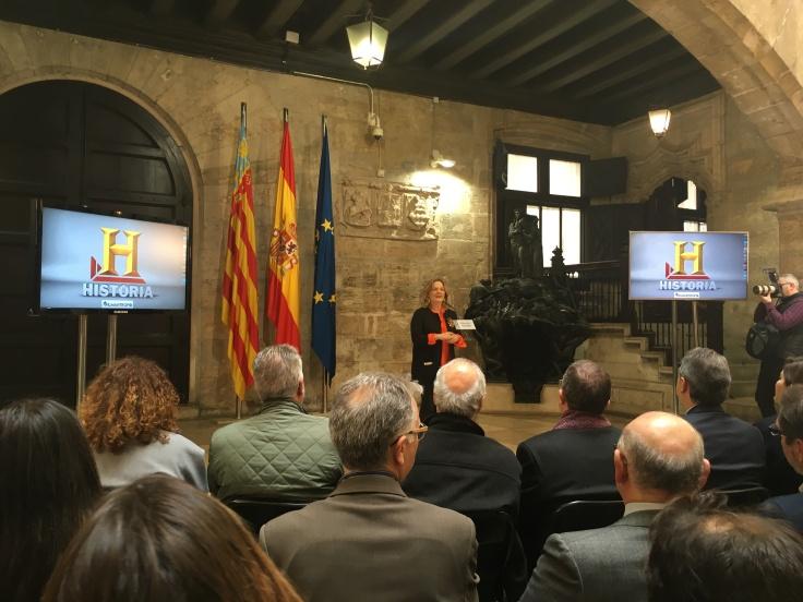 Pilar Mateo presentando la serie del canal Historia en el Palau de la Generalitat.
