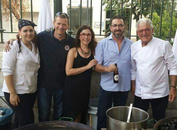 Los propietarios de MiCub by BWK junto con los cocineros en una imagen del año pasado